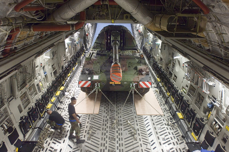 A C-17 configured to carry heavy equipment. (Wikimedia Commons)